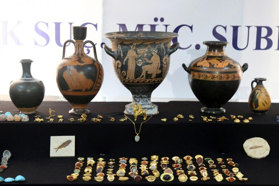 Illicit antiquities trading in economic crisis, organised crime and political violence 8 people arrested in operation in which 14 thousand historical objects were seized. Halil Demir, Anadolu Agency, 19th October 2018.
