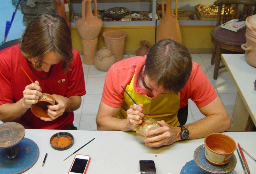 Make your own souvenir Pottery decoration techniques for individuals